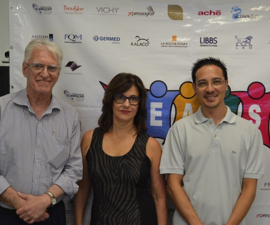 O Prof. Dr. Luiz Jorge Fagundes, Coordenador Científico do CEADS, a Profa. Dra. Claudia Giuli Santi, Coordenadora do 52 Fórum de Debates do CEADS e o Sr. Adriano Takiuti, Coordenador Técnico da Disciplina de Telemedicina da Faculdade de Medicina da USP, responsável pelo Fórum de Debates.