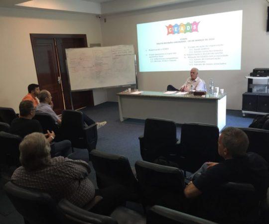 O Prof. Dr. Luiz Jorge Fagundes, Coordenador Científico do CEADS, junto aos seus Colaboradores na reunião do dia 05/03/2016.