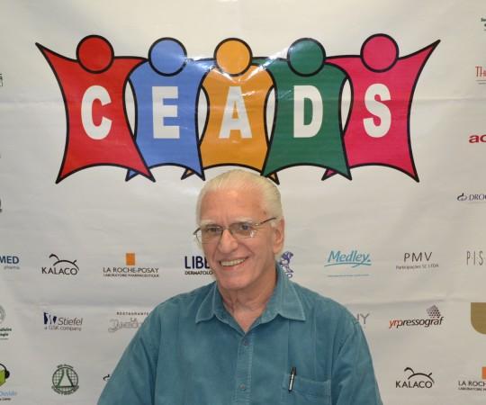 """Prof. Dr. Luiz Jorge Fagundes, Coordenador Científico do CEADS, durante a apresentação do 53 Fórum do CEADS, abordando o Tema: """"Doenças Sexualmente Transmissíveis.Situação Atual"""""""