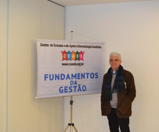 O Artista Plástico Franco de Rosa, que fez a Palestra sobre Gestão de Conflitos.