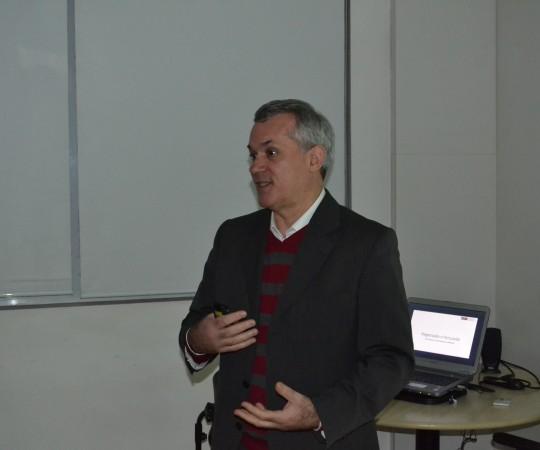 """Prof. Engenheiro Lucas Blanco , que fez a Palestra sobre """" Negociação e Persuasão""""."""