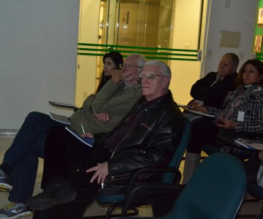 """O Cineasta Ugo Giorgetti, ao lado do Prof. Dr. Luiz Jorge Fagundes , junto à platéia presente ao Evento sobre Fundamentos da Gestão e, que fez uma exposição sobre  """"Gestão de Projetos"""""""