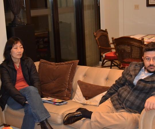 A Profa. Silvia Quiota, Economista e Gestora de Projetos do CEADS e o Engenheiro Carlos Okada, Secretário do CEADS, durante a reunião com o representante da AAPA.
