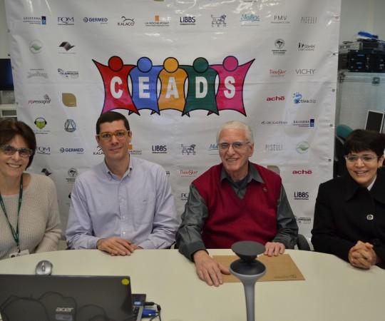 """Profa. Dra. Clarice Zaitz, Dr. John Veasey, Prof. Dr. Luiz Jorge Fagundes, Coordenador Científico do CEADS e a Profa. Dra. Valéria Framil, durante a apresentação do 56 Fórum de Debates do CEADS com o tema: """"Micologia""""."""