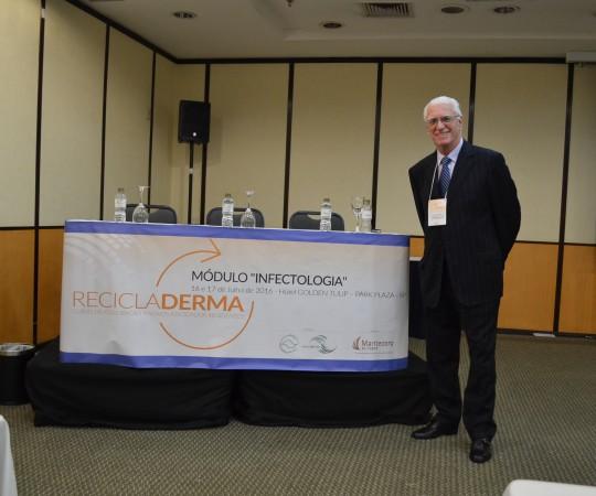 """O Prof. Dr. Luiz Jorge Fagundes, Coordenador Científico do CEADS, durante sua apresentação , como Palestrante, do tema : """"Sífilis Congênita"""", do Módulo Infectologia do Curso RECICLADERMA da SBD RESP."""