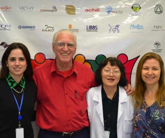 """Dra. Maria Victória Quaresma, o Prof. Dr. Luiz Jorge Fagundes, a Profa. Dra. Neusa Valente e a Profa. Dra. Ilana HALPERN, durante o 57 Fórum de Debates com o Tema """"Dermatopatologia."""