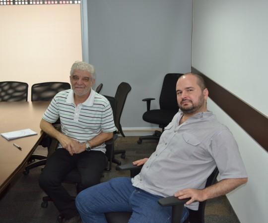 O Artista Plástico Franco de Rosa, Sócio Fundador do CEADS e o Sr. Danilo Cerqueira Cesar da APAA, durante a realização da reunião para o acordo de cooperação entre a Via Quatro do Metrõ  e o CEADS.