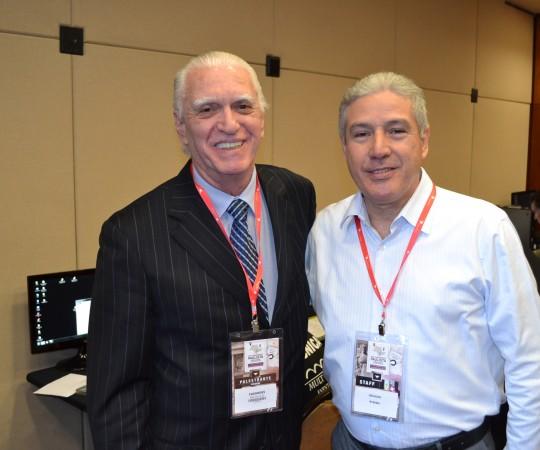 O Prof. Dr. Luiz Jorge Fagundes, Coordenador Científico do CEADS e o Sr. Oswaldo Barbosa da Empresa RV Mais, Organizadora do XIV Congresso Paulista de Urologia.