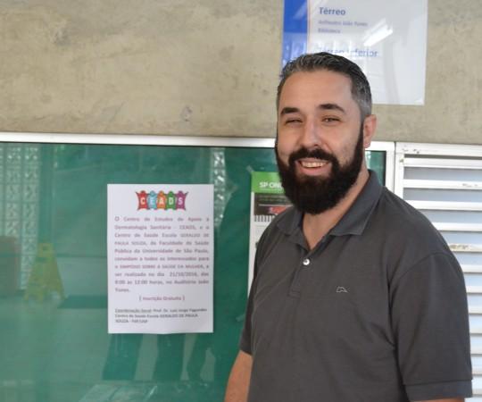 """O Sr. Rodrigo Pertella, colaborador do CEADS e criador do banner sobre o Evento sobre a """"Saúde da Mulher""""."""