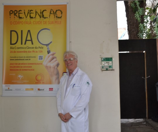 O Prof. Dr. Luiz Jorge Fagundes, Coordenador Científico do CEADS e Organizador, na Beneficência Portuguesa, da Campanha Nacional de Prevenção ao Cãncer da Pele.