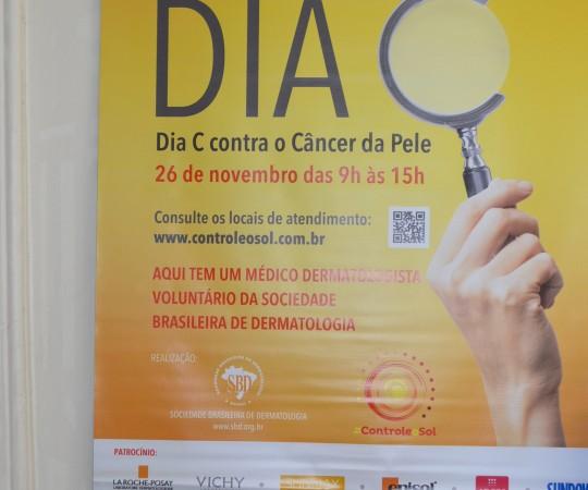 Cartaz da Campanha de Prevenção ao Câncer da Pele, promovido pela Sociedade Brasileira de Dermatologia.