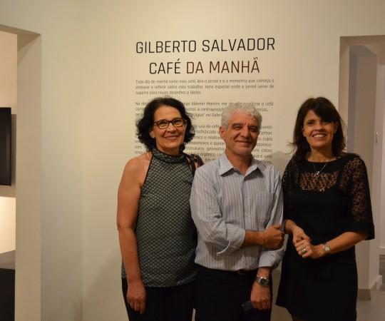 O Artista Plástico Franco de Rosa, Sócio Fundador do CEADS, e a Sras. Lidia Neves e Andrea Rheder, Colaboradoras do CEADS, durante a Exposição do Colaborador do CEADS o artista Plástico Gilberto Salvador.