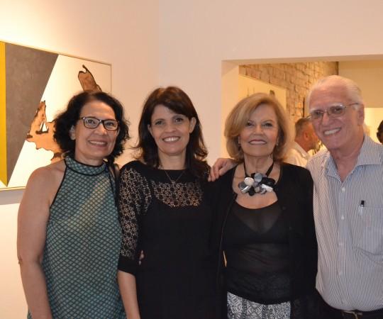 As Sras  Andrea Rheder, Responsavel pela Galeria, que fez a exposição de Gilberto Salvador, Lidia Neves e Ana Maria Rheder, Voluntárias do CEADS e o Prof. Dr. Luiz Jorge Fagundes, Coordenador Científico do CEADS.