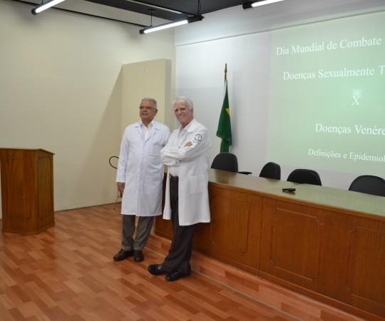 O Prof. Dr. Roberto de Almeida Duarte, Diretor Clínico do  Hospitalar  Padre Bento de Guarulhos, junto com o Prof. Dr. Luiz Jorge fagundes, Coordenador Científico do CEADS.