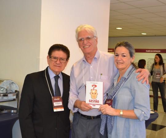 O Prof. Dr. João Roberto Antonio, de São José do Rio Preto, a Dra. Alba Clausen do Hospital Oswaldo Cruz e o Prof. Dr. Luiz Jorge Fagundes, Coordenador Científico do CEADS, Dermatologistas presentes à XXI RADESP.