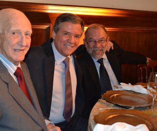 O Porf. Dr. Silvio de Alencar Marques da Faculdade de Medicina de Botucatu, o Prof. Dr. Gabriel Gontijo, Presidente da SBD e o Sr. José Luviah Fagundes, Colaborador do CEADS.