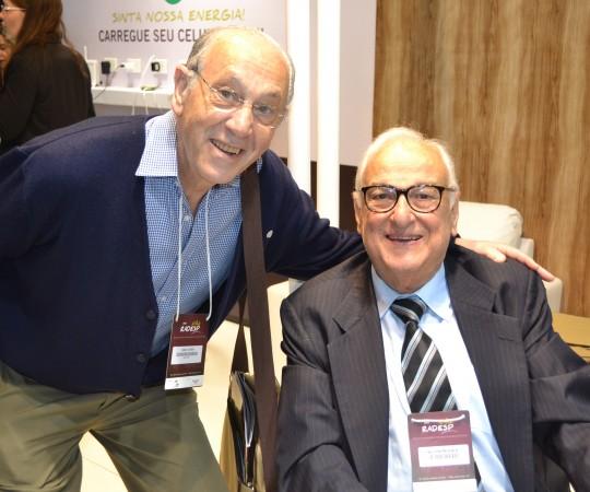 """O Prof. Dr. Nelson Guimarães Proença eo Prof. Dr. Simão Cohen, Dermatologista  do Hospital Israelita Albert Einstein, durante a sessão de autógrafos do Livro """" D ao A, Dermatologia"""""""
