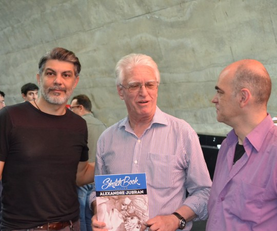 """O Prof. Dr. Luiz Jorge Fagundes,Coordenador Científico do CEADS, ao lado de Alexandre Jubran, autor do """"Sketch Book Custom"""" e de Marcatti, dois Artístas Plásticos que se comprometeram ser nossos novos Voluntários do CEADS."""