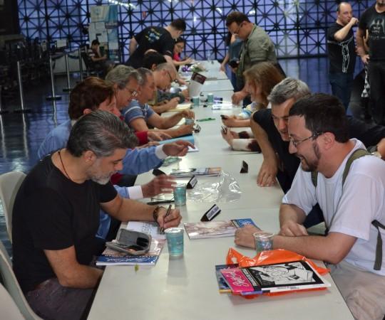 Vista Geral da Biblioteca do Memorial da América Latina, onde os Artistas Plásticos estavam autografando os exemplares de seus livros e, ao mesmo tempo conversavam com o público presente ao Evento.