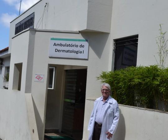 O Prof. Dr. Luiz Jorge Fagundes, Coordenador Científico do CEADS, junto ao Ambulatório de Dermatologia do Complexo Hospitalar Padre Bento de Guarulhos, onde foi ministrada a Palestra sobre DST.