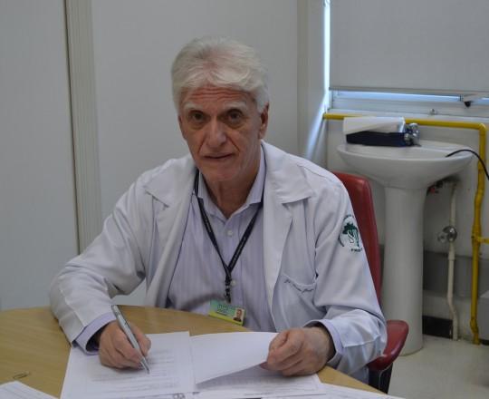 O Prof. Dr. Luiz Jorge Fagundes, Coordenador Científico do CEADS, no primeiro dia de atividades Científicas no Centro de Saúde Escola Geraldo de Paula Souza da Faculdade de Saúde Pública da USP.