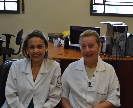 A Profa. Dra. Lana Aguiar do Departamento de Ginecologia do HC FMUSP e a Biomédica Fátima Morais, Colaboradora do CEADS e Responsável pelo Laboratório de DST do Centro de Saúde.