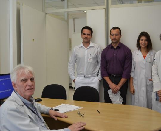 Os Estagiários de IST do Centro de Saúde Escola Geraldo de Paula Souza da Faculdade de Saúde Pública da USP, do mês de março de 2017 e o Prof. Dr. Luiz Jorge Fagundes, Coordenador Científico do CEADS, durante a Palestra sobre Diagnóstico Clínico X Abordagem Sindrômica.