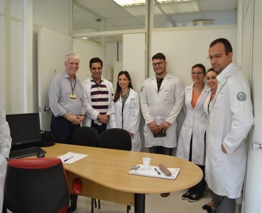 O Prof. Dr. Paulo Rogério Gallo, DD Diretor do Centro de Saúde Escola Geraldo de Paula Souza, o Prof. Dr. Luiz Jorge Fagundes, Coordenador Científico do CEADS, durante a apresentação dos Estagiários de março de 2017