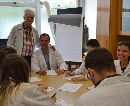 O Prof. Dr. Luiz Jorge Fagundes, Coordenador Científico do CEADS, junto aos Estagiários de IST do mês de março de 2017, durante a execução da Prova Final de IST.