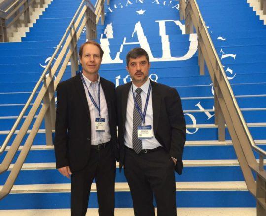 O Prof Dr Ricardo Romiti, Ex Presidente e Colaborador do CEADS e o Prof. Dr. Marcelo Arnone nas dependências do Evento da AAD