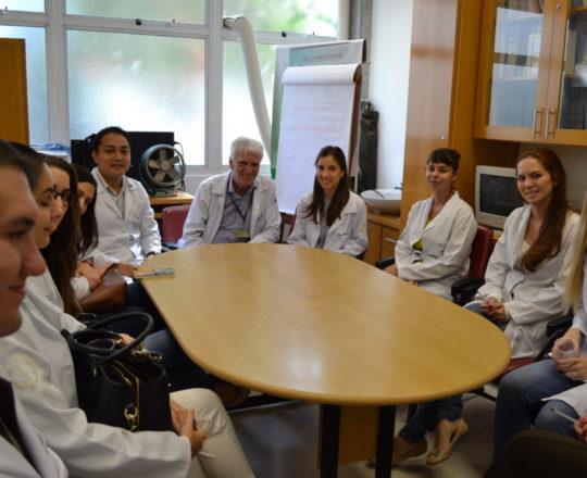 O Prof. Dr.Luiz Jorge Fagundes, Coordenador Científico do CEADS, a Dra. Natalia Targa Pinto, Colaboradora do CEADS e os Estagiários de IST de abril de 2017 do Centro de Saúde Escola Geraldo de Paula Souza da Faculdade de Saúde Pública da USP.