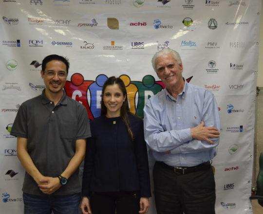 O Sr. Adriano Takiuti, funcionário da Telemedicina da USP, ao lado da Dra. Nathalia Targa, Coordenadora do Fórum e Colaboradora do CEADS e o Prof. Dr. Luiz Jorge Fagundes, Coordenador Científico do CEADS e Organizador do Fórum.