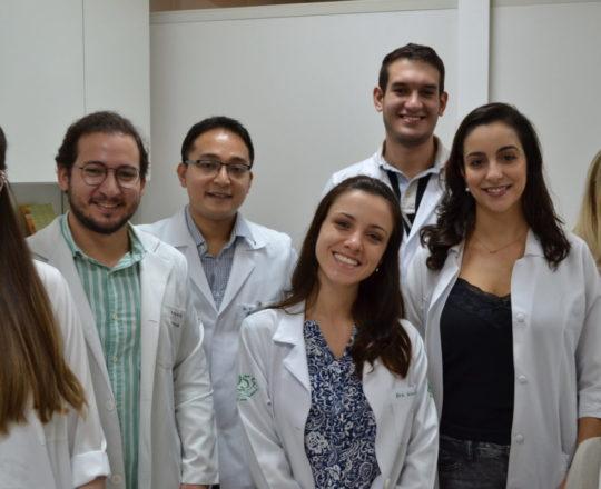 Os Estagiários de abril de 2017, durante a apresentação do acervo de lâminas do CEADS.