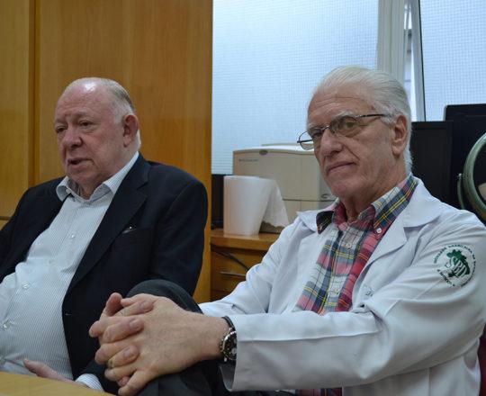"""O Prof. Dr. Sidnei Martini, Colaborador do CEADS e o Prof. Dr. Luiz Jorge Fagundes, Coordenador Científico do CEADS, durante a Palestra sobre """"Gestão da Carreira Profissional""""."""