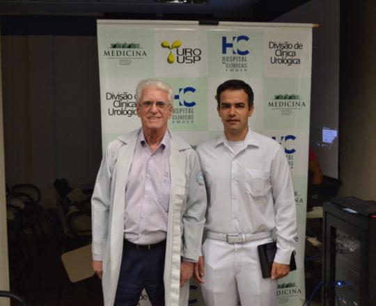 O Dr. Rubens Pedrenho Neto, da Clínica Urológica do HC FMUSP e o Prof. Dr.. Luiz Jorge Fagundes, Coordenador Científico do CEADS, antes da Discussão dos casos Clínicos realizada no auditório da Clínica Urológica do HC FMUSP.