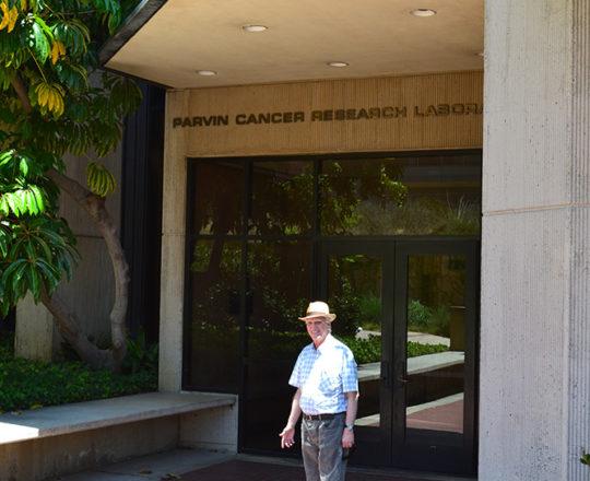 """O Prof. Dr. Luiz Jorge Fagundes, Coordenador Científico do CEADS, esteve no """"Parvin Cancer Research Laboratory"""", para conhecer as novas pesquisas sobre o Câncer da Pele."""