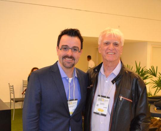 O Prof. Dr. Mauricio Mendonça, Presidente do 29 Congresso Brasileiro de Cirurgia Dermatológica e o Pro. Dr. Luiz jorge fagundes, Coordenador Científico do CEADS, durnte o 29 Congresso Brasileiro da SBCD.