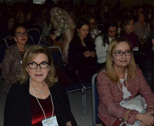 A Profa. Dra. Meire Parada e a Profa. Dra. Ana Paula Meski, participantes ativas da Comissão Organizadora do Congresso.