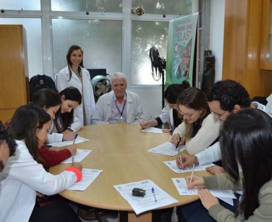 Os Estagiários de DST de junho de 2017, o Prof. Dr. Luiz Jorge Fagundes, Coordenador Científico do CEADS e a Dra. Nathalia Targa Pinto, Colaboradora do CEADS, durante a realização das provas finais teórica e prática de DST.