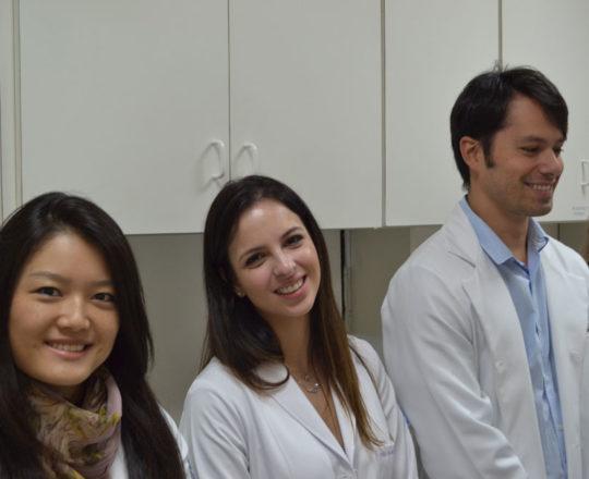 Os Estagiários de DST de junho de 2017, durante a apresentação do Laminário do acervo do CEADS.