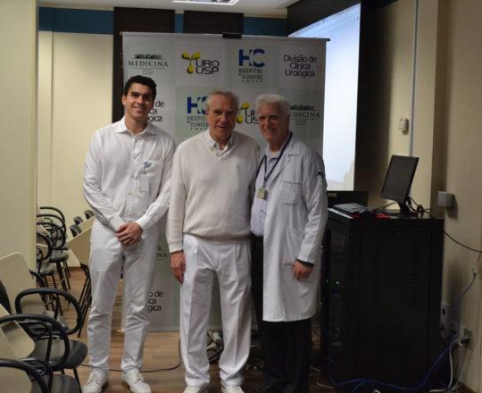 O Prof.Luiz Jorge Fagundes, Coordenador Científico do CEADS junto com o Prof. Dr. Marmo Larcon , Professor da Clínica Urológica e o Dr. Francisco Fabio Barbosa,durante a apresentação de casos clínicos na área de Doenças Sexualmente Transmissíveis.