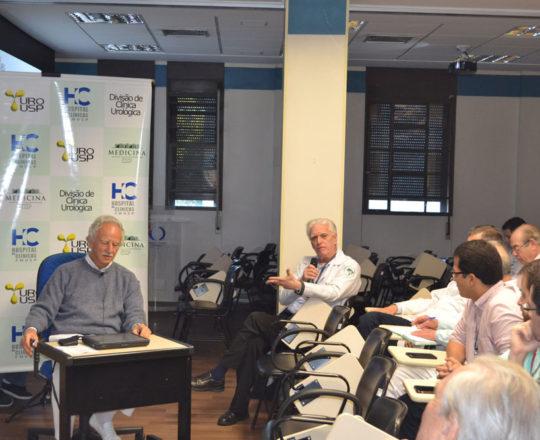 O Prof. Dr. Luiz Jorge Fagundes, Coordenador Científico do CEADS e o Prof. Dr. Miguel Srougi , Professor Livre Docente da Divisão da Clínica Urológico do HC FMUSP, durante a discussão dos Casos Clínicos.