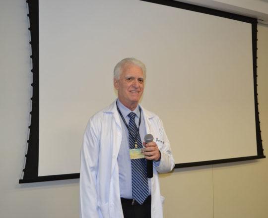"""O Prof. Dr. Luiz Jorge Fagundes, Coordenador Científico do CEADS, durante sua apresentação no Programa de Intercâmbio denominado """"Winter School"""", para estudantes estrangeiros."""