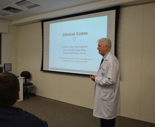 """O Prof. Dr. Luiz Jorge Fagundes, Coordenador Científico do CEADS, durante sua apresentação dos Casos Clínicos de DST, dentro do Projeto """"Winter School""""."""
