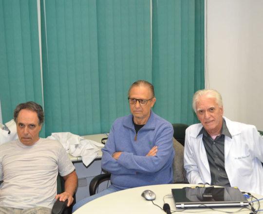 """O Dr. Armando Pinto de Souza, o Dr. Wesley Wey Jr, Colaboradores do CEADS e o Prof. Dr. Luiz Jorge Fagundes, Coordenador Científico do CEADS, durante a palestra sobre """"Consequências de uma Gestão Despreparada""""."""