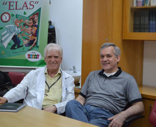 """O Prof. Dr. Luiz Jorge Fagundes, Coordenador Científico do CEADS e o Prof. Lucas Blanco, Tesoureiro do CEADS, durante a apresentação da Palestra sobre """"Negociação e Persuasão""""."""