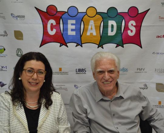 A Profa. Dra. Raquel Leão Orfali, Colaboradora do CEADS e o Prof. Dr. Luiz Jorge Fagundes, Coordenador Científico do CEADS, durante o 70 Fórum d debates do CEADS.