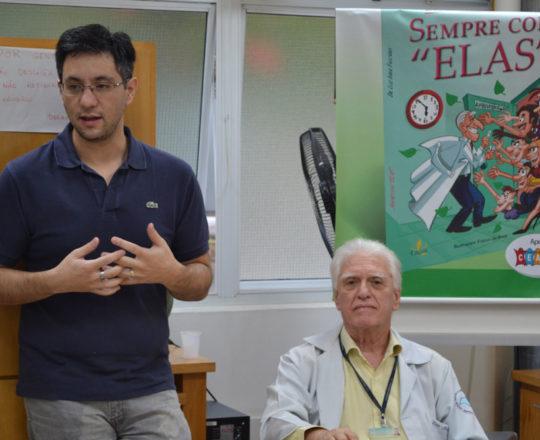 """O Prof Gustavo Haramura, Secretário do CEADS e o Prof. Dr. Luiz Jorge Fagundes, Coordenador Científico do CEADS, durante a Palestra sobre """"Marketing de Consultório""""."""