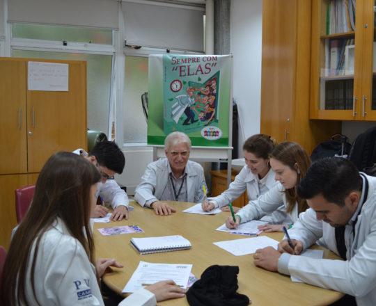 O Prof. Dr. Luiz Jorge Fagundes, Coordenador Científico do CEADS e os Estagiários de novembro de 2017, durante a realização das Provas iniciais Teórica e Prática com assuntos alusivos às Doenças Sexualmente Transmissíveis.