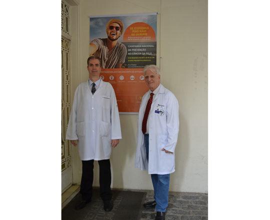 O Prof. Dr. Luiz Jorge Fagundes, Coordenador Científico do CEADS e o Dr. Leonardo Abrucio Neto, Colaborador do CEADS e Coordenadores da Campanha de Prevenção do Câncer da Pele, realizada na Beneficência Portuguesa de São Paulo.